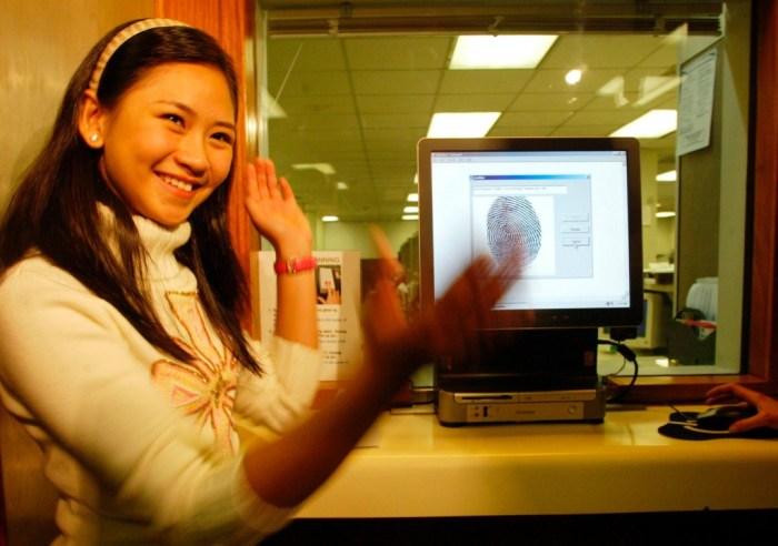 Sarah Geronimo faisant une demande de visa pour les États-Unis (AP Images)