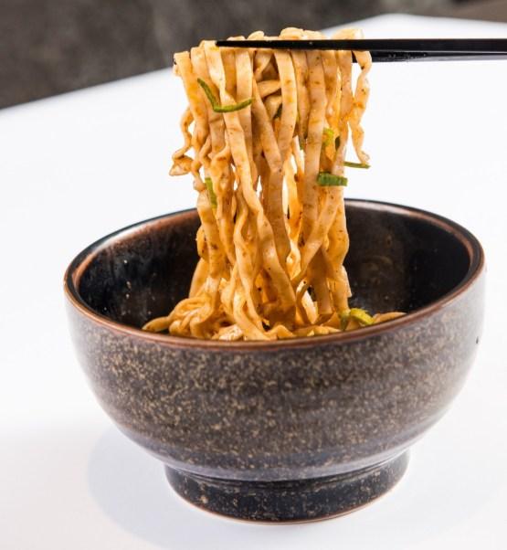 太和殿在 2018 年將推出單包裝的麻辣乾拌麵 ,讓饕客在家也能享用
