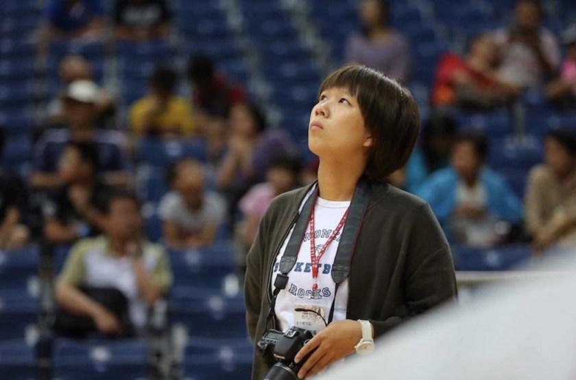 為了讓女子籃球誌呈現更精彩內容,Gena 親力親為捕捉每一場的感動