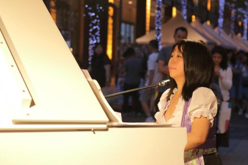 為慶祝歐洲日以及歐盟在台15年,楊佳恬受「奧地利駐台代表處」邀請表演奧地利傳統音樂(照片來源:歐洲經貿辦事處)