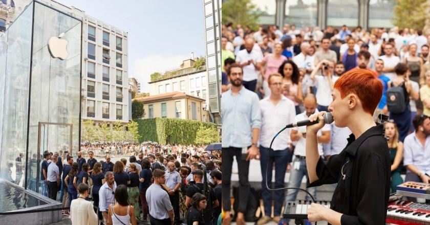 噴泉周圍吸引上千人,一同觀看表演活動