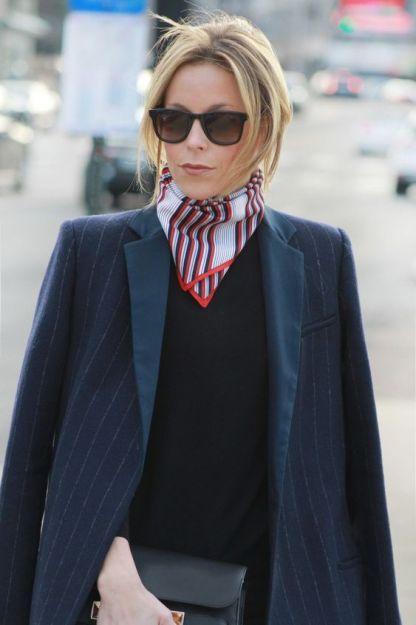 多層次纏繞的絲巾也是歐美風行已久的潮流配飾。