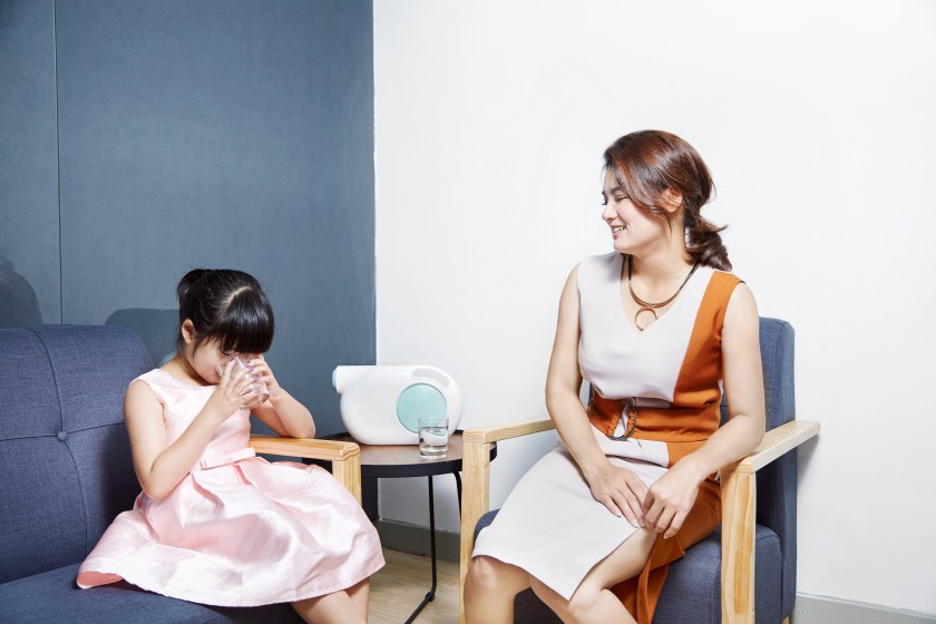 看到六歲女兒像個小大人,Michelle 一臉又好氣又好笑。