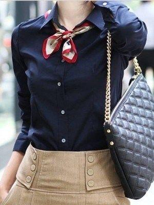 在脖子上打個簡單的平結,保暖又時尚。