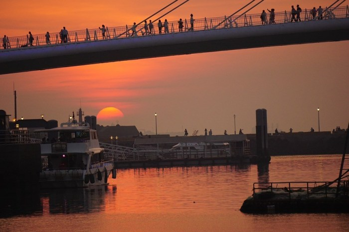 漁人碼頭也是觀賞落日的好選擇,坐個船就能抵達漁人碼頭。