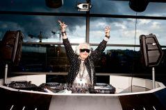 Ruth Flowers decidiu se tornar uma DJ aos 68, sem nenhuma experiência prévia. Ela gostava de voar ao redor do mundo apresentando-se em clubes populares, até sua morte, em maio 2014.