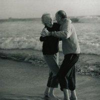 Adultos extrovertidos viram velhinhos mais felizes