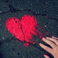 Estudo revela que felicidade em excesso pode causar síndrome do coração partido
