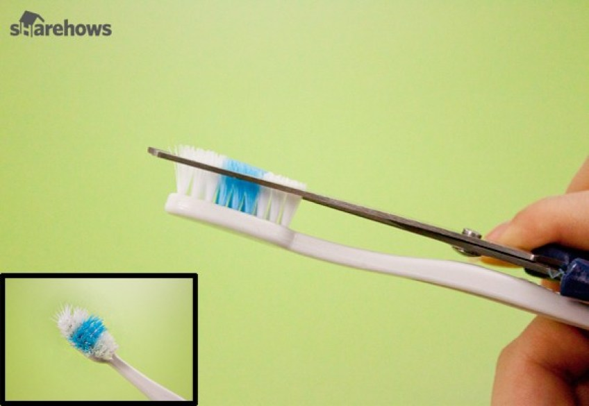eliminate lint with toothbrush