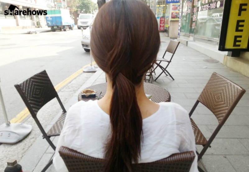 how-to-tie-hair-back-without-head-string 06