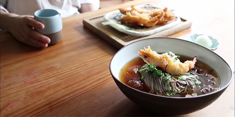 화룡점정 새우튀김을 올린 시원한 냉메밀
