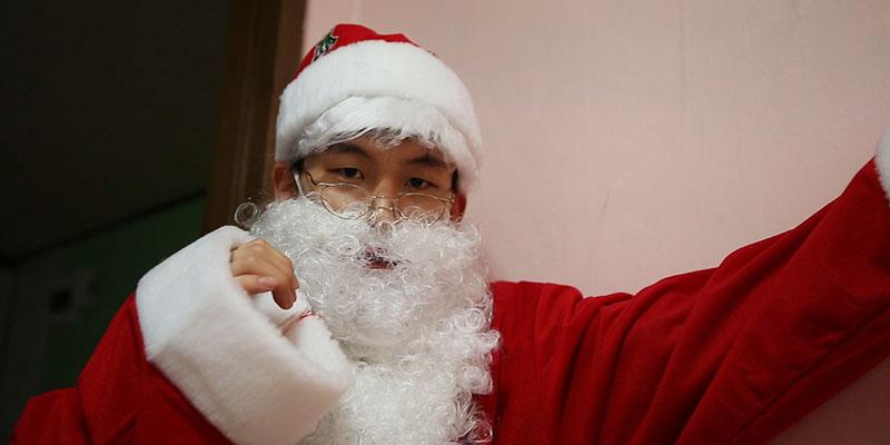 크리스마스 선물 몰래 주려다 딱 걸렸을 때 대처법