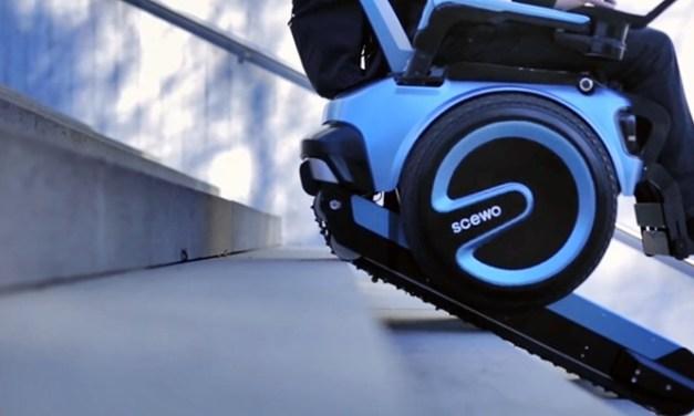 계단을 자유롭게 오르내릴 수 있는 전자 휠체어