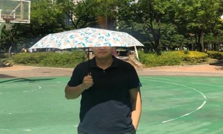 무더위 이겨낼 그 남자의 양산