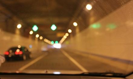 터널에 주황색 조명만 쓰이는 이유
