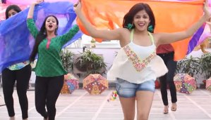 viral-video-of-these-girls-dance-on-badrinath-ki-dulhania