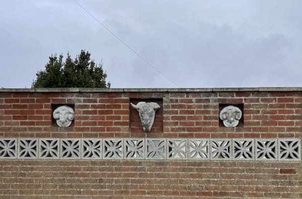 Some odd sculpture on the Moor Park Loop