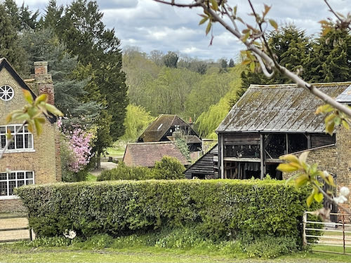 A 15th century barn on the Rickmansworth to Whippendell loop walk