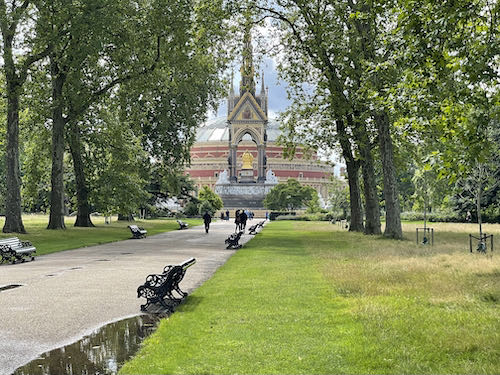 The gaudiest memorial on the central London parks walk