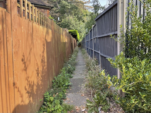 An alley on the Pinner to Stanmore country walk