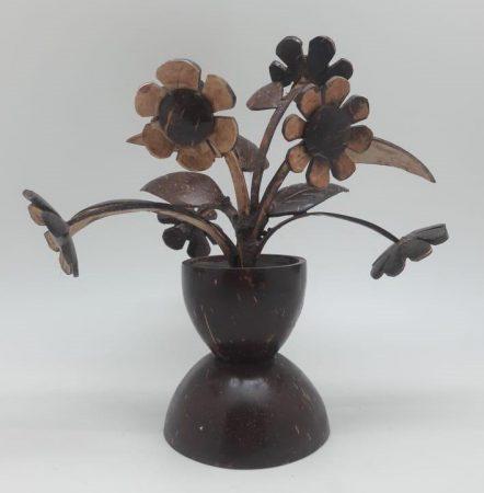Kerajinan Bunga dari Batok Kelapa