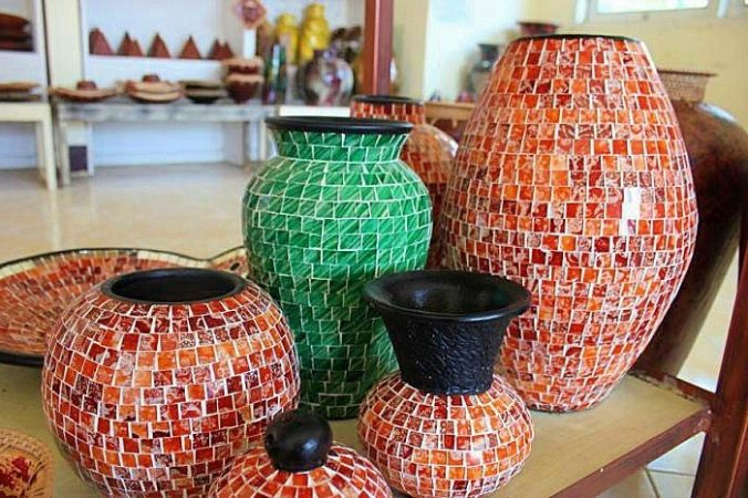 Kerajinan dari Pecahan Keramik