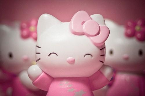 Gambar Hello Kitty Gembira