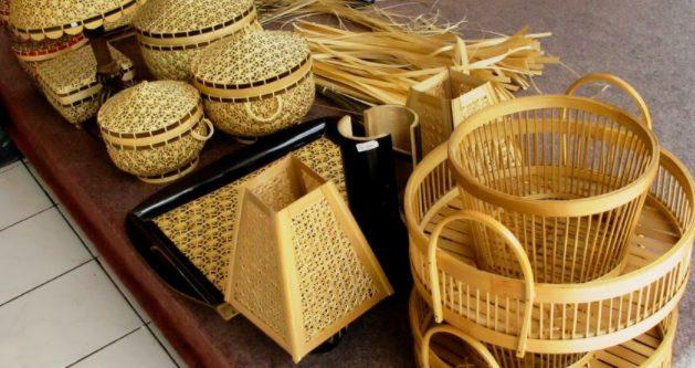 kerajinan dari anyaman bambu