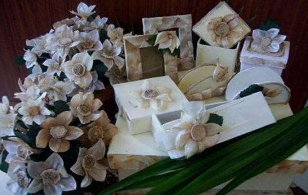 Hiasan Bunga dari Kulit Bawang Putih