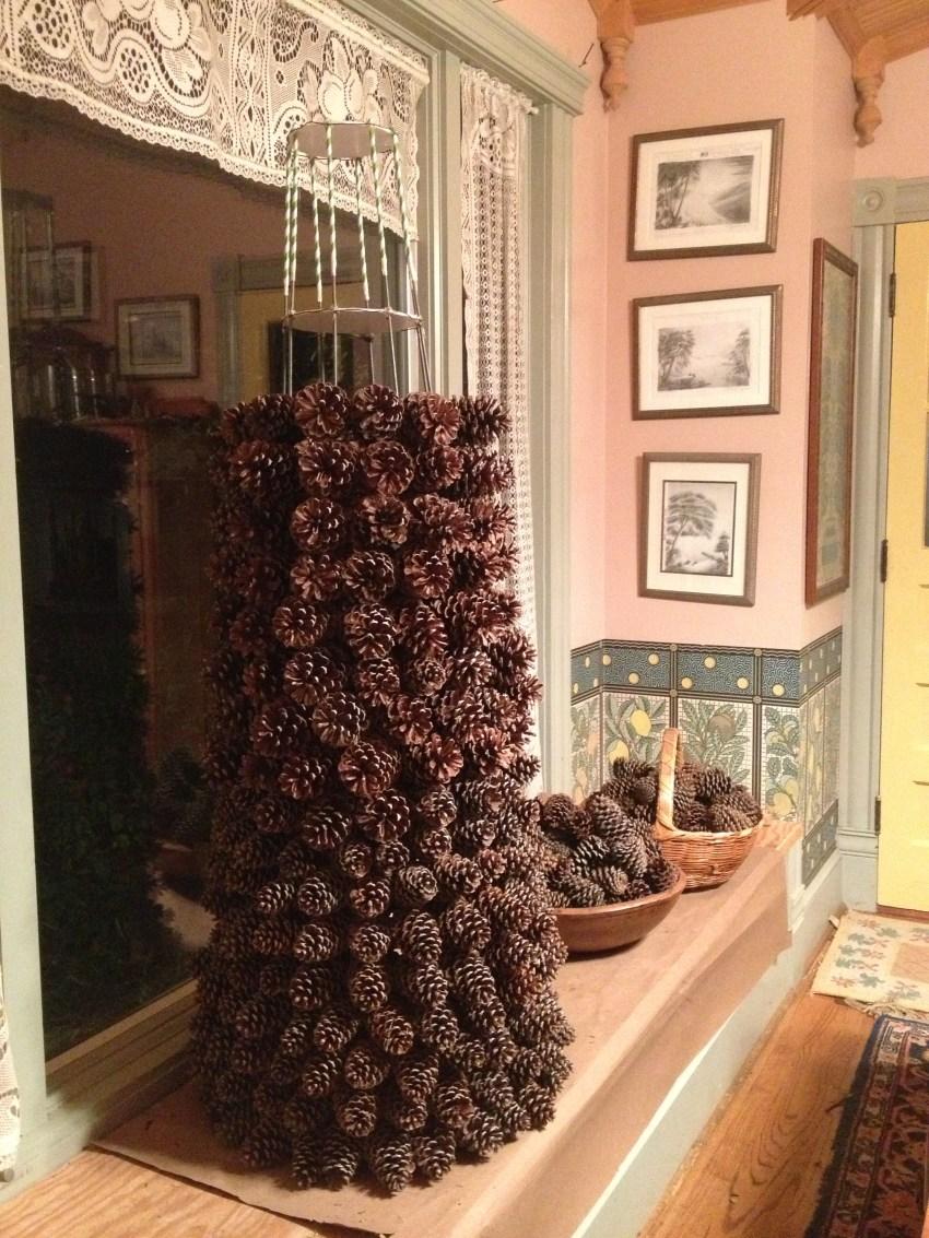 Pinecone_Christmas_tree_SG_102113_Hartwood_VA