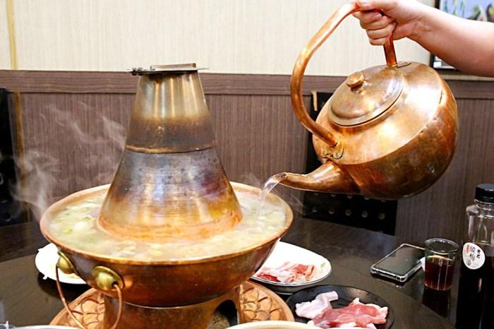 爸爸酸菜白肉鍋 韓國白菜自然發酵+東北紅銅木炭鍋 懷舊裝潢仿若掉入時光隧道-太平美食