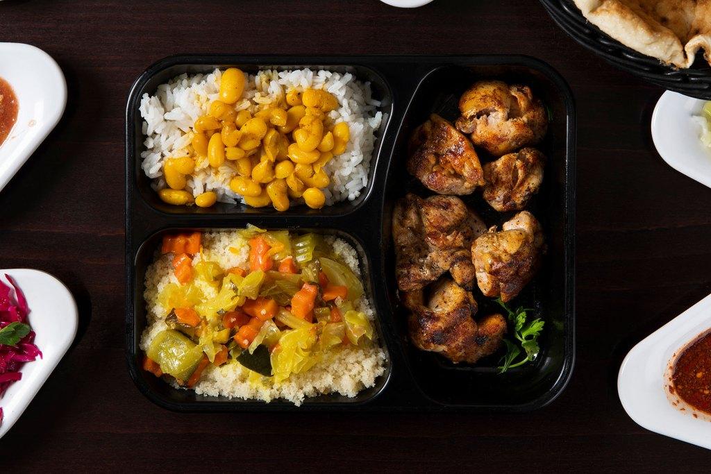 צארום הרצליה - פרגיות, אורז, שעועית וסלטים