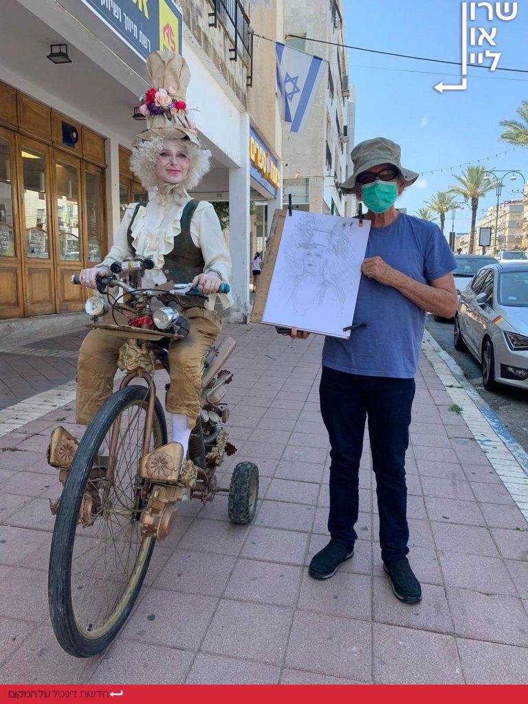 פעילות יום שישי הרחובות המסחריים של רמת השרון - ליצנית על אופניים
