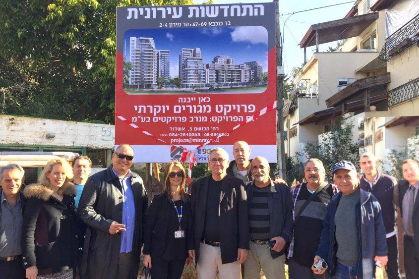 משה פדלון ותושבי מתחם פינוי בינוי בשכונת נווה ישראל בהרצליה