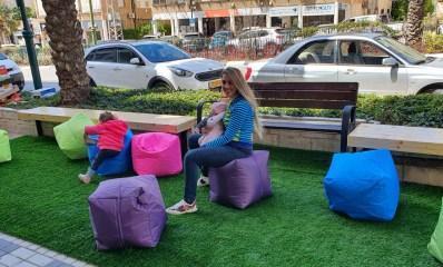 פינת משחקים ברחוב סוקולוב רמת השרון לעידוד העסקים