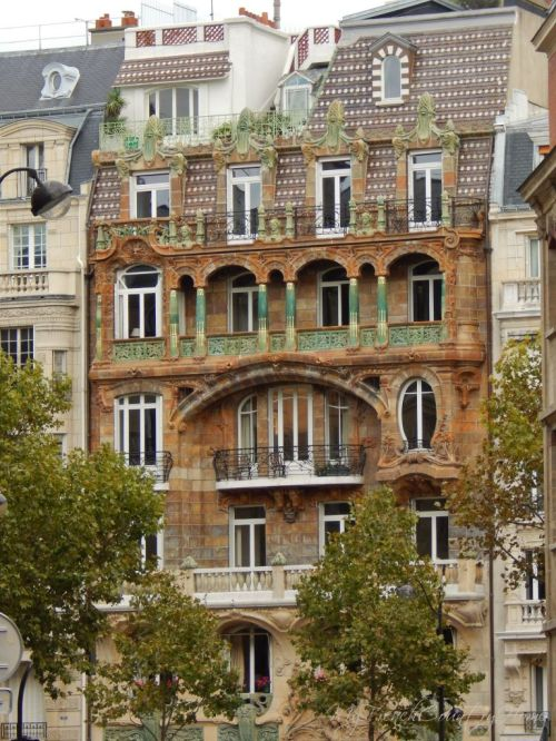 art deco building in the 7th arrondissement