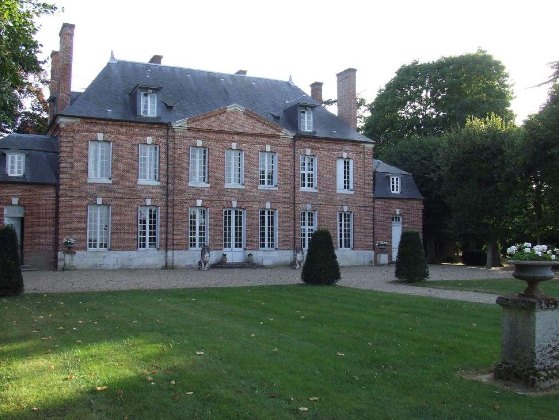 chateau d'emallevile brocante tour