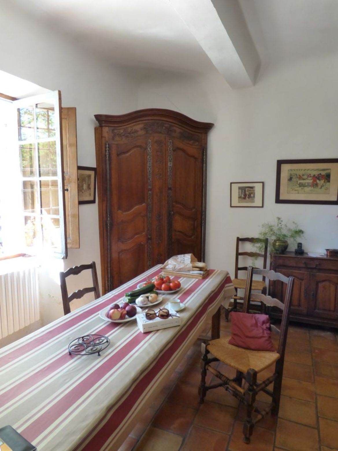 interior provencal kitchen