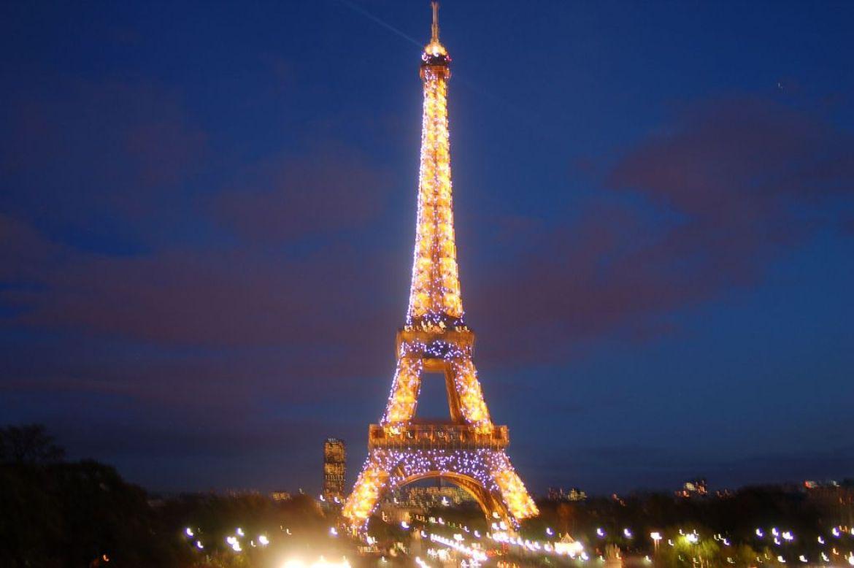 eiffel-tower-night-lights