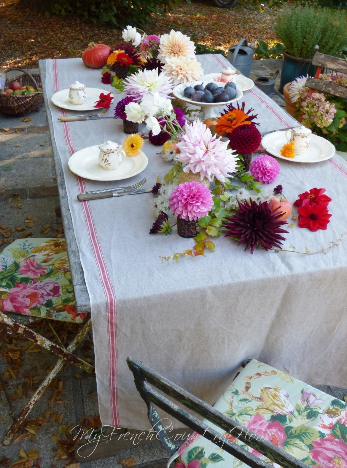 dahlias in autumn tablescape