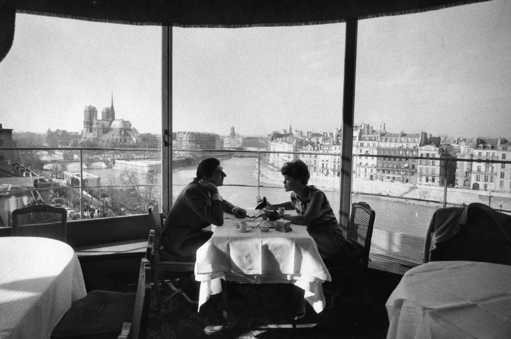 diners in the tour dargent overlooking the Seine