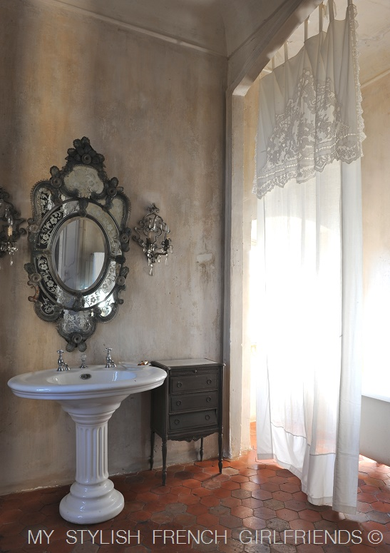 chateau bathroom