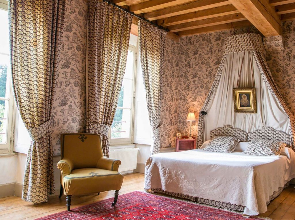french bedroom at la reserve giverny