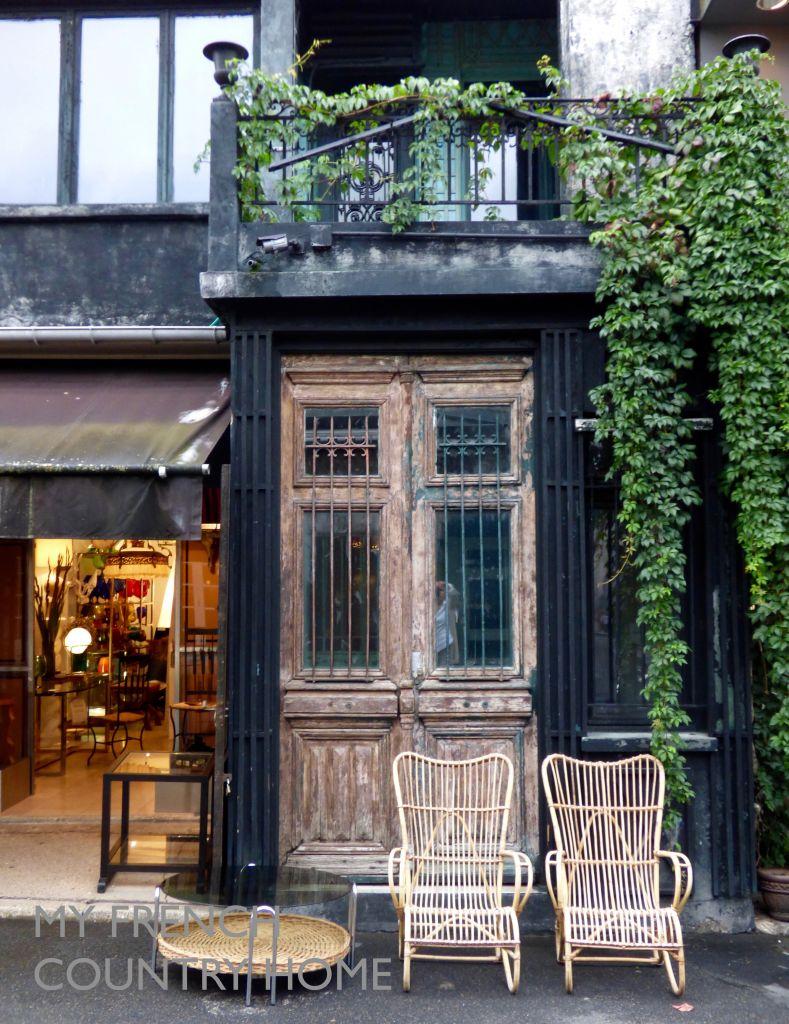 store facade at paris flea market