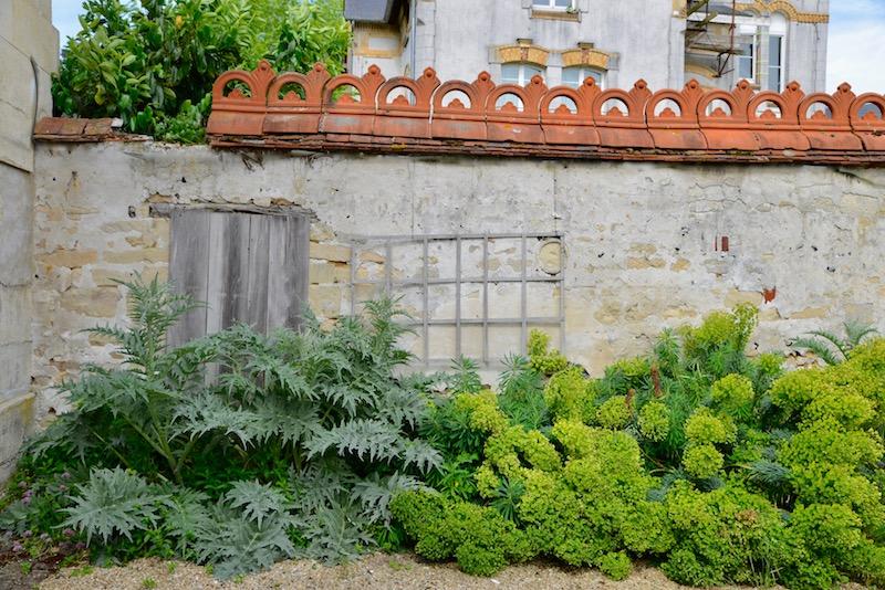v garden wall