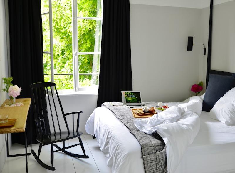 guest and house La maison et l'atelier breakfast in bed