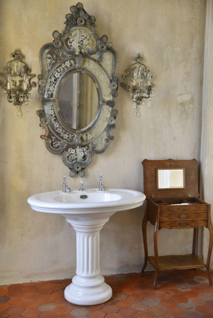 bathroom chateau de moissac, south of france