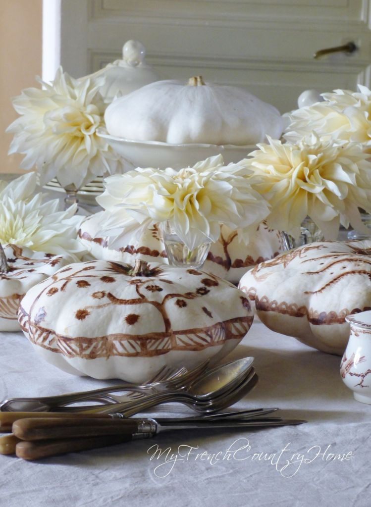 white pumpkins on tablescape