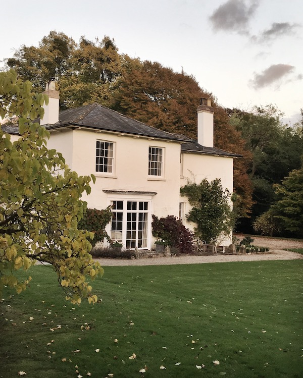 outside view of a white country home in autumn