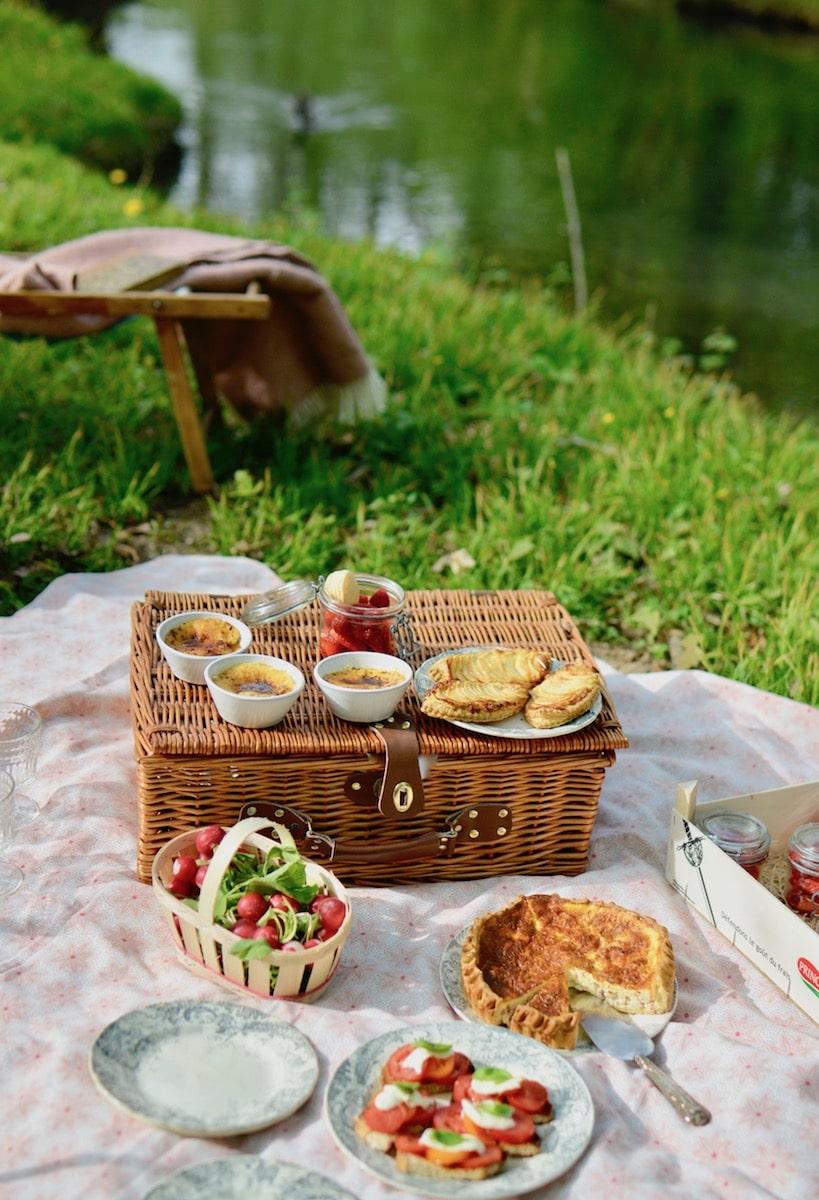home picnic date spread